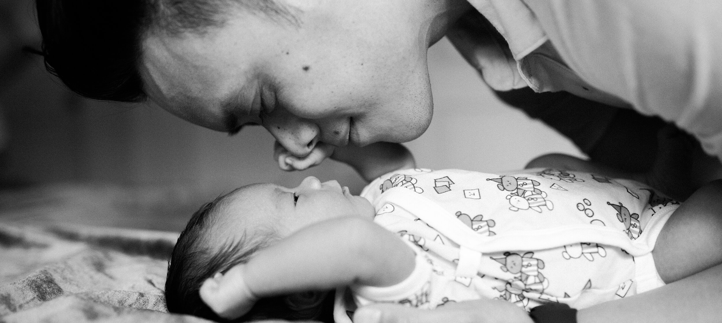 Newborn-experience-banner-image-daddy-and-daughter.jpg