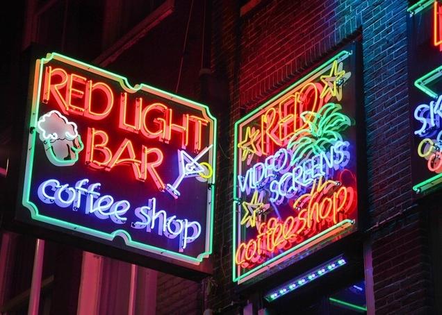 red-light-bar-coffee-shop-amsterdam_feat_block.jpg