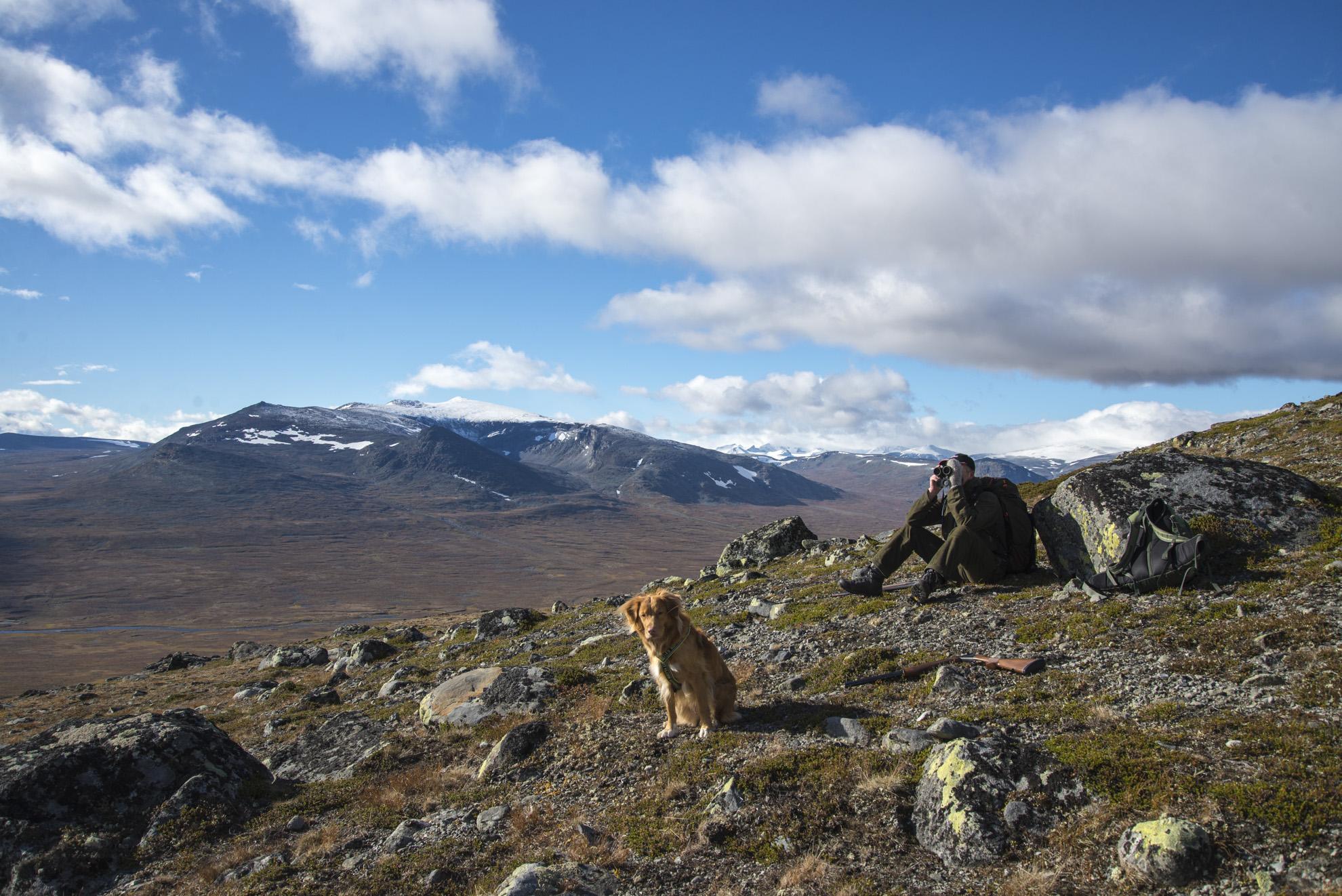 Jotunheimen har lange tradisjoner for fangst og fiske. I dag er det fortsatt mange innen- og utenbygdsboende som utøver jakt og fiske i fjellområdet.