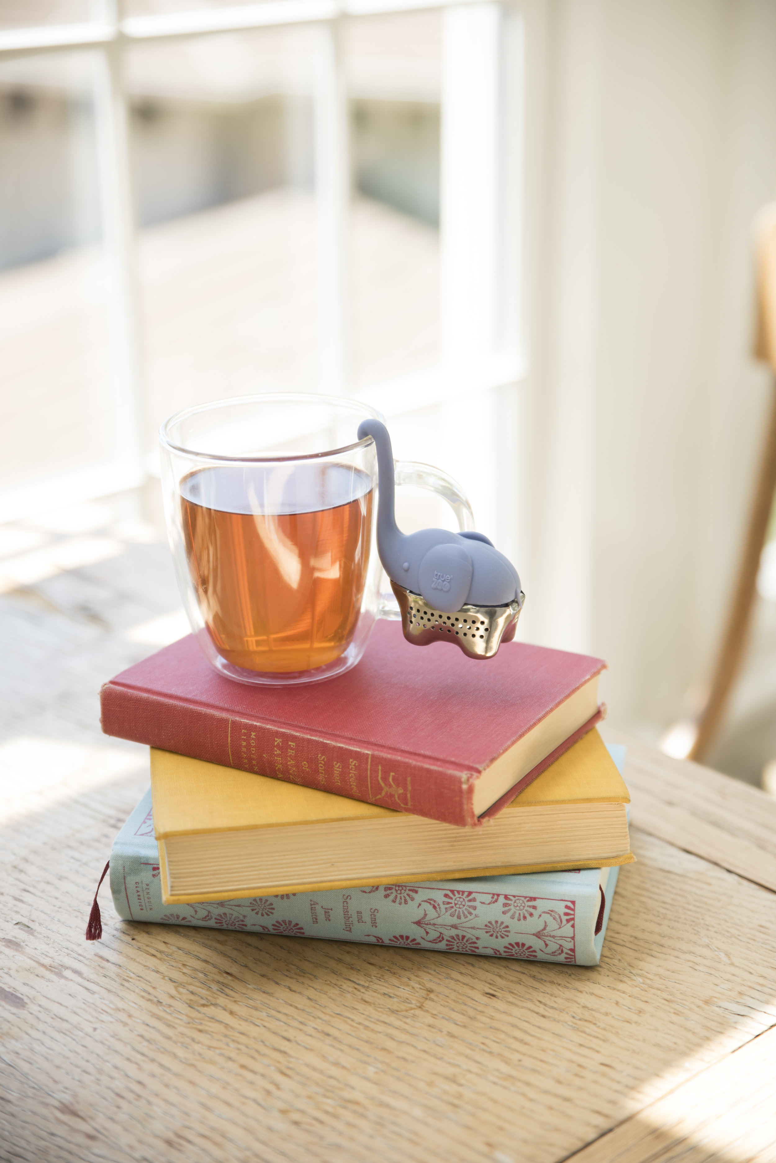 Consider this your new brew buddy. With her stainless steel body, she holds enough loose leaf tea to brew a perfect mug of tea. While her specially designed trunk hangs on the rim of any glass. Suddenly, every other tea infuser is irr-elephant! -