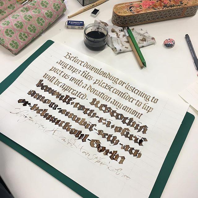 Quelques réalisations au cours du stage de @vgeneslay #calligraphy #gothique #textura