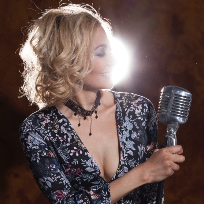 Amy Sinha - singer-songwriter