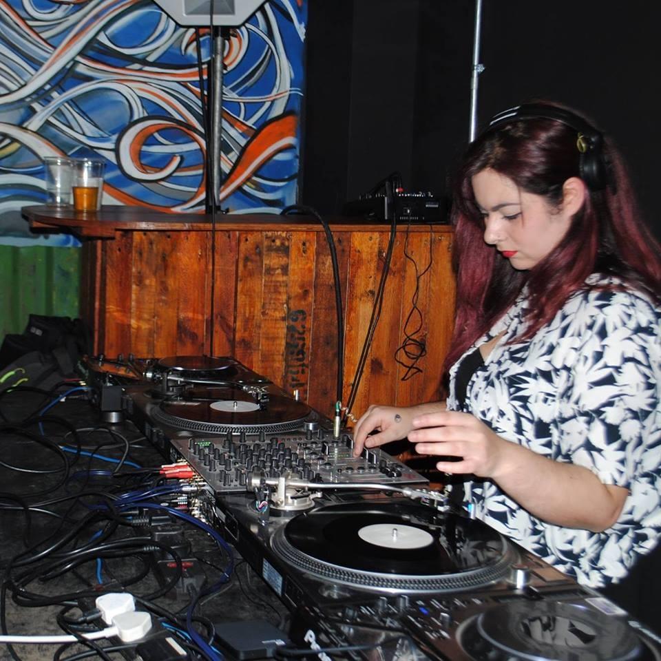 Mikki wings - techno/house/prog house /tech house