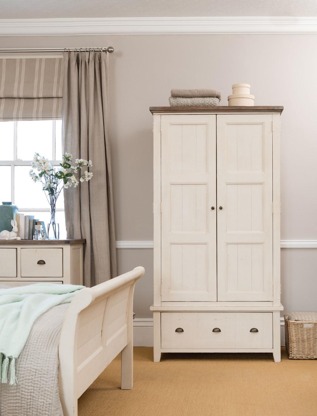 Cotswood Bedroom (4) (Large).jpg