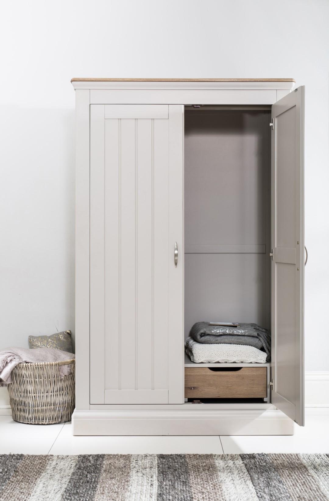 Tenby Bedroom (9) (Large).jpg