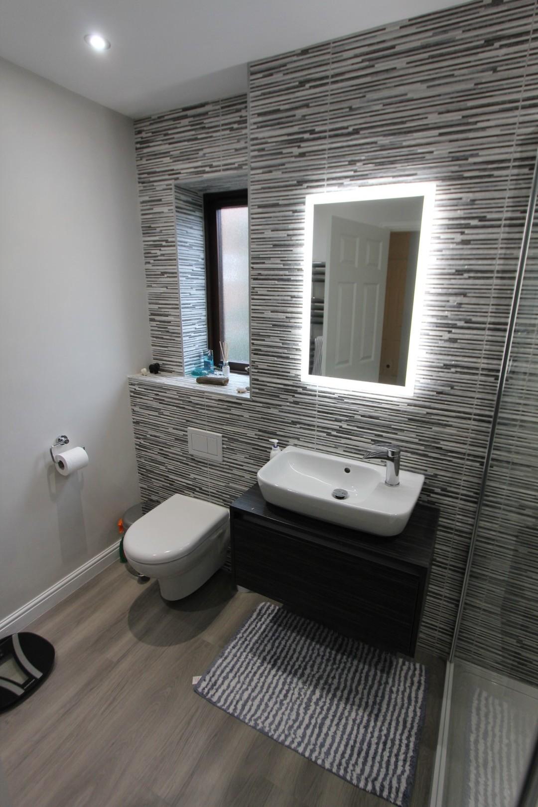Roderick Bathroom (4).jpeg