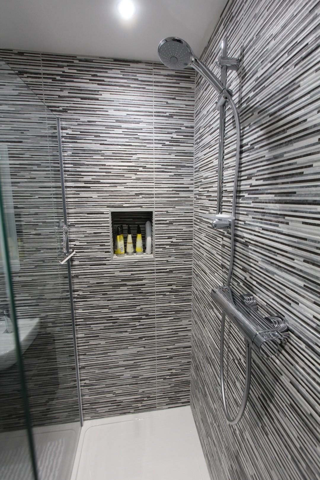 Roderick Bathroom (3).jpeg