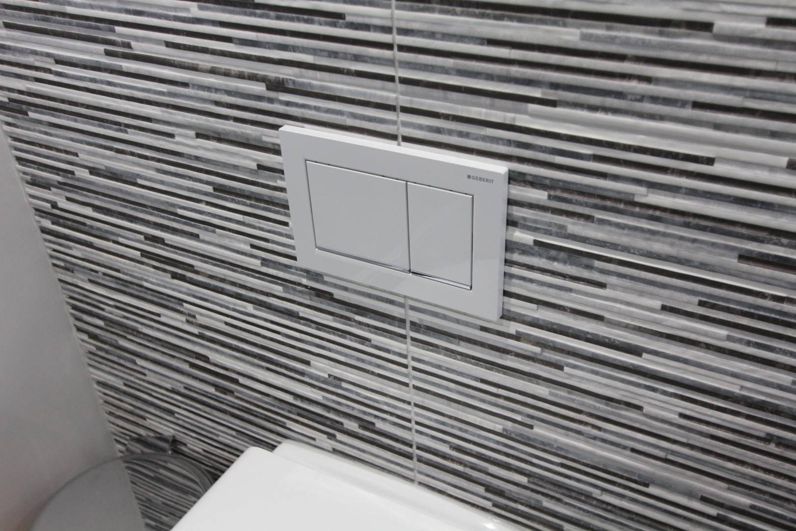 Roderick Bathroom (5).jpeg