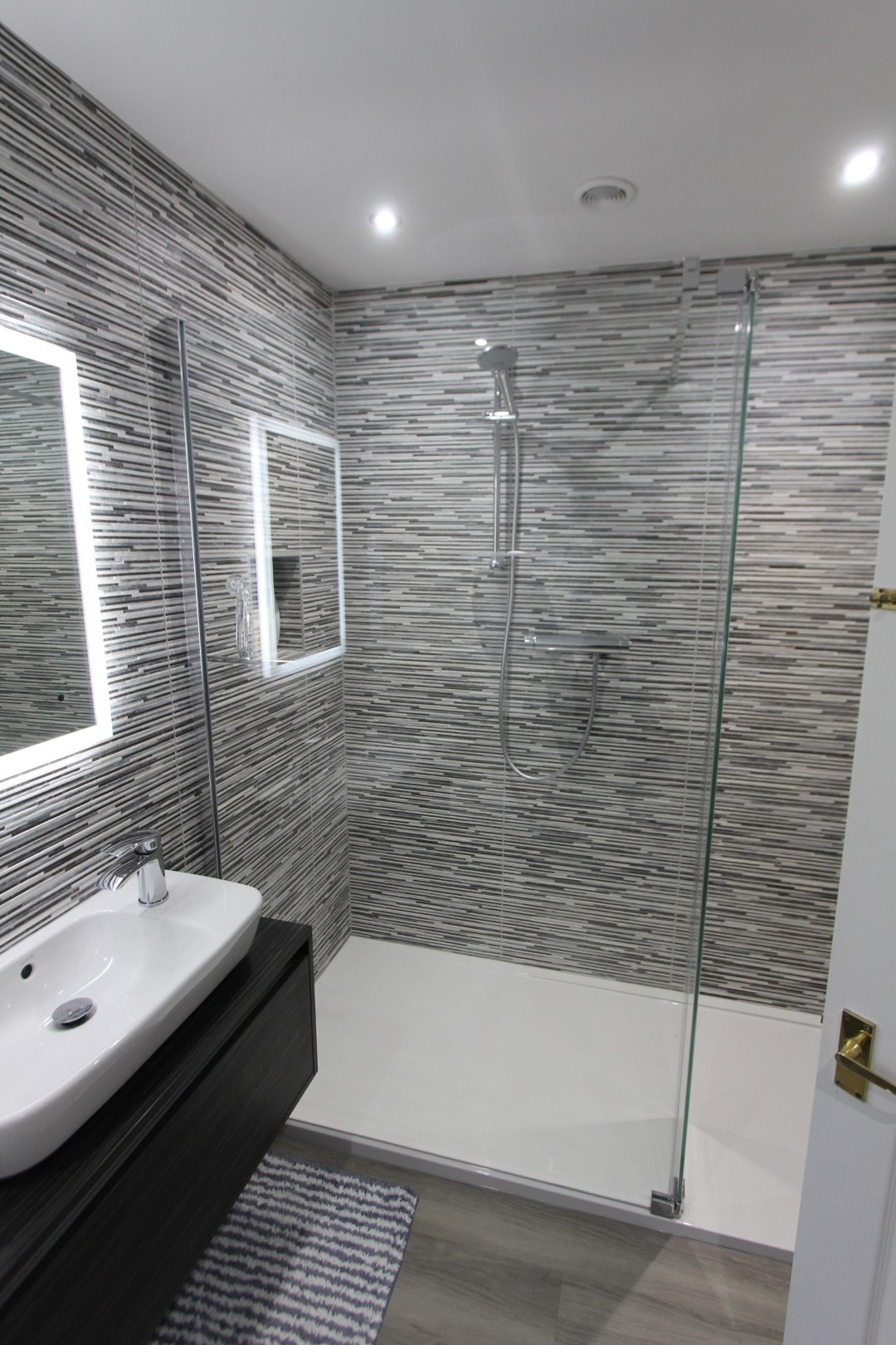 Roderick Bathroom (8).jpeg