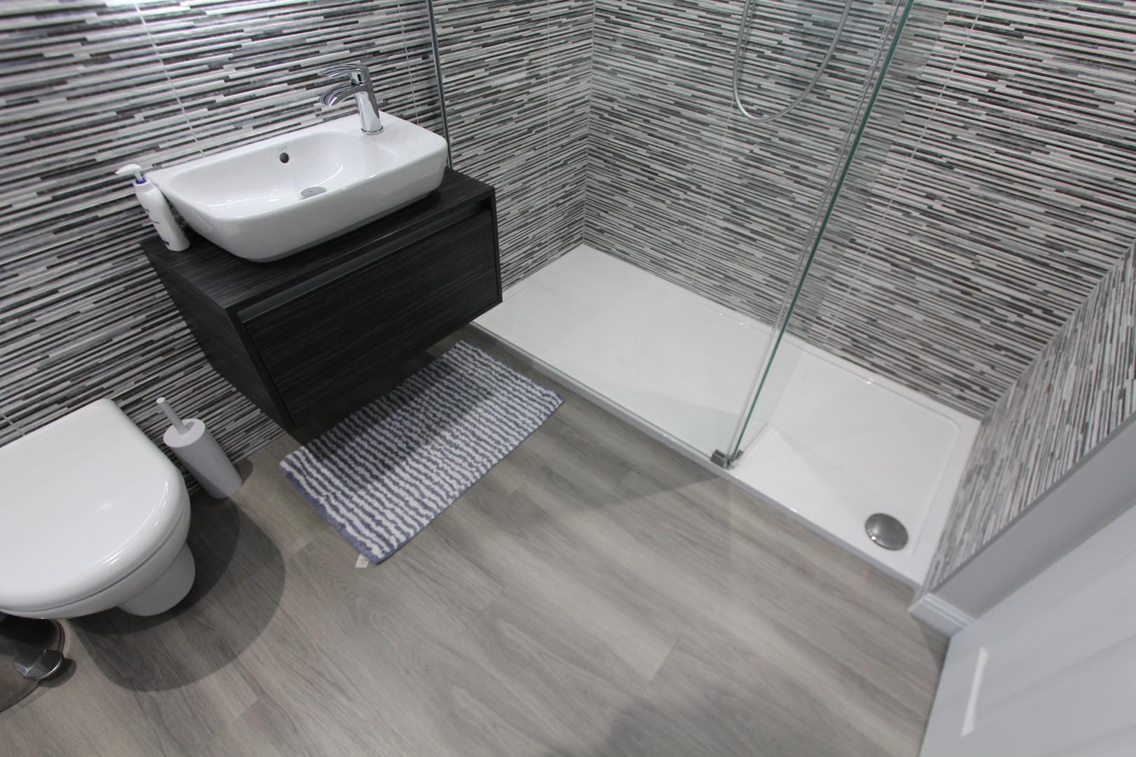 Roderick Bathroom (9).jpeg
