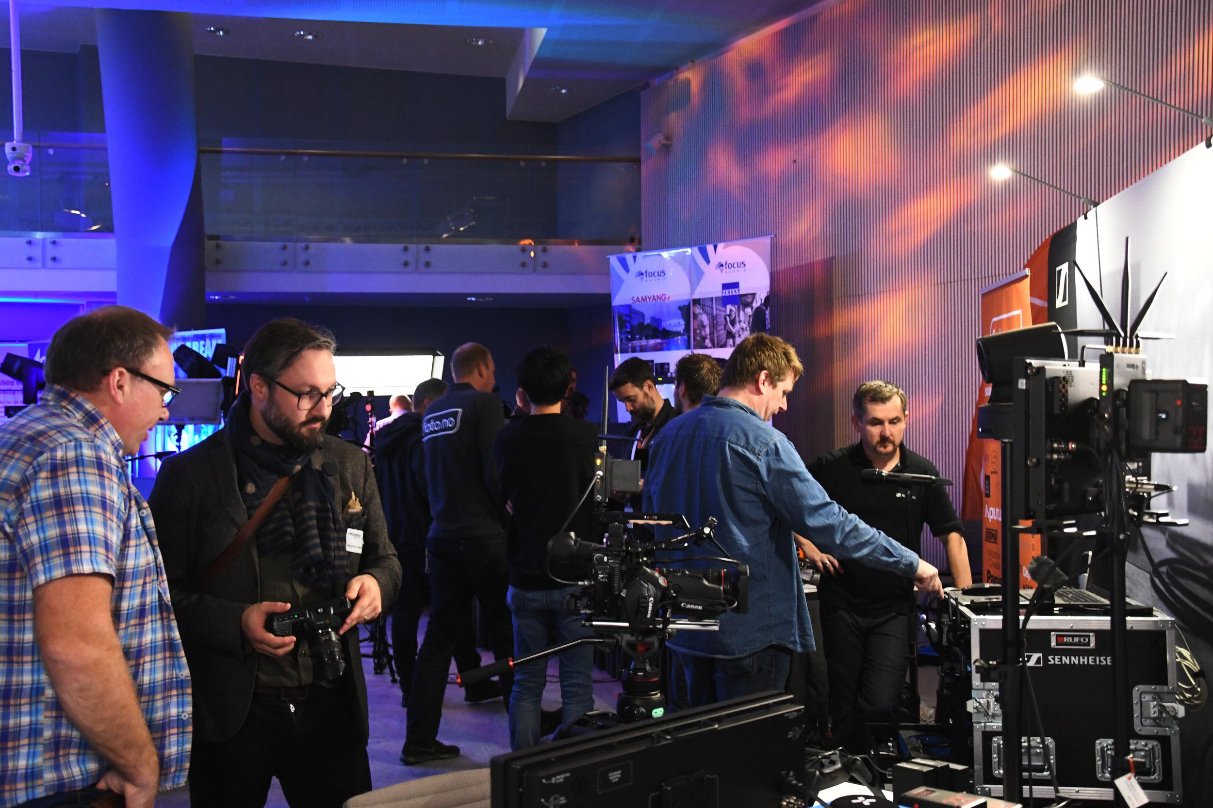 På MonitorRoadShow får du en mulighet til å ta og føle på lyd, lys og bildeteknikk