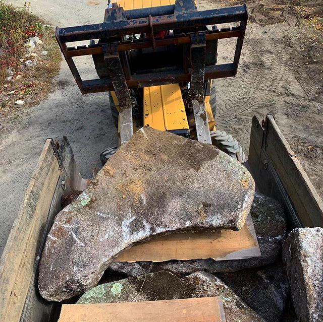 Thank you @rockportcutgranite & @capeannreclaimedgranite for this beautiful load. #reclaimedgranite #fieldstone #nativestone #capeanngranitejohnsonsquarry #stonework #stonecraft