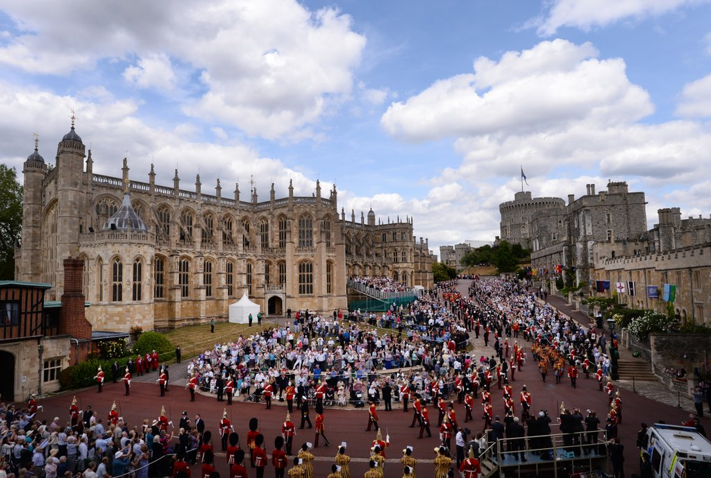 4. The Venue - You may not have admission to Windsor Castle, Buckingham Palace, or Westminster Abbey, but there are ways to find or fashion a setting with a royal, even medieval, atmosphere. Search for venues such as old churches, Gothic style chapels, and extravagant stone mansions and estates that have a castle-like quality. Decorating with fine artwork, opulent fabrics, crystal chandeliers, and fine china and silver will also lend your space some regality.