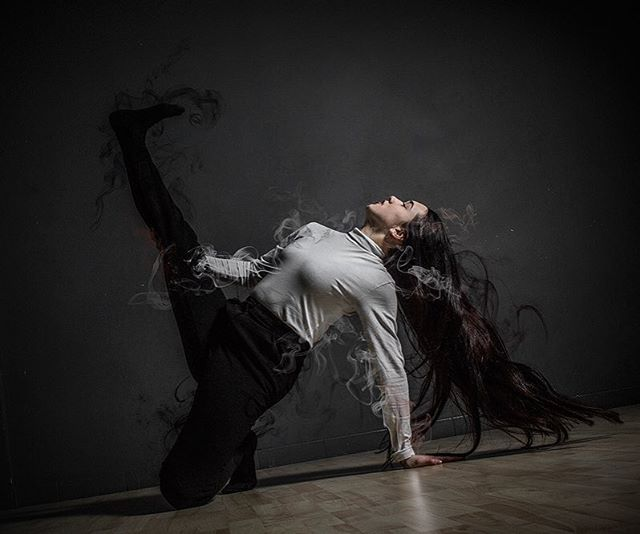 GROUND ZERO 🖤 31 MEI STADSSCHOUWBURG HAARLEM .  So excited to share stage with these beautiful inspiring group of human beings. Grateful to be part of this, thanks @every.now.and.denden ✨  For tickets check bio of @groundzero.dancecompany 📷: @kjer_mariano