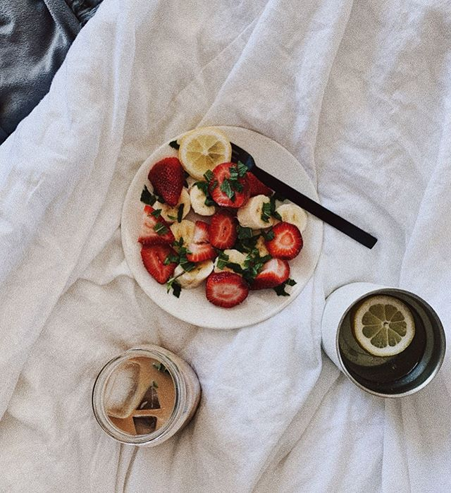 Breakfast in bed is a major mood today. Lemon water, iced coffee, all the fruit and mint pls 🙌🏻 Strawberry, banana and mint have been my go-to combo lately. Per @kenzieburke and her 21 day reset following food combining (which I'm loving) says that fruits are best consumed in the morning on an empty stomach and by themselves! I've been loving the routine and how refreshed I feel for the day. She has a free ebook that explains all things FC on her page you should check out if you're interested! It's been a major game changer for me personally. Anyyyways, what's your favorite fruit combo?!