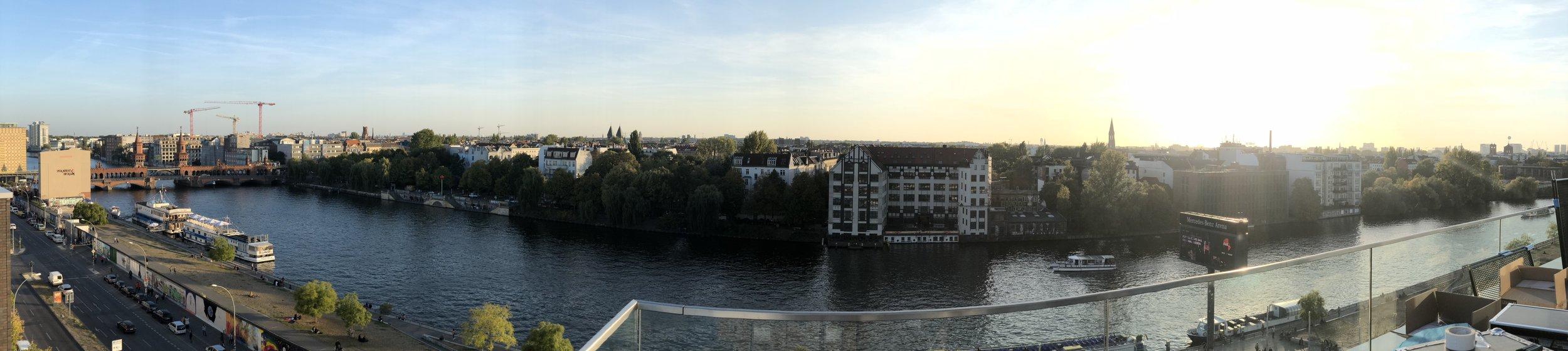 Panoramablick von Oberbaumbrücke bis zum Alexanderplatz