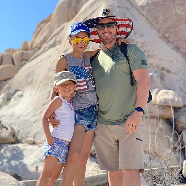 Spent the 4th @joshuatreenps loved all the beautiful scenic route and was able to unplug for a bit.  #rvliving #joshuatreenationalpark #jumborockscampground #barkerdamtrail #familytime #4thofjulyoutfit #4thofjuly2019 #fashionblogger #camping⛺