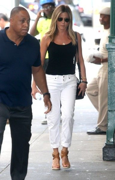 jennifer aniston white jeans
