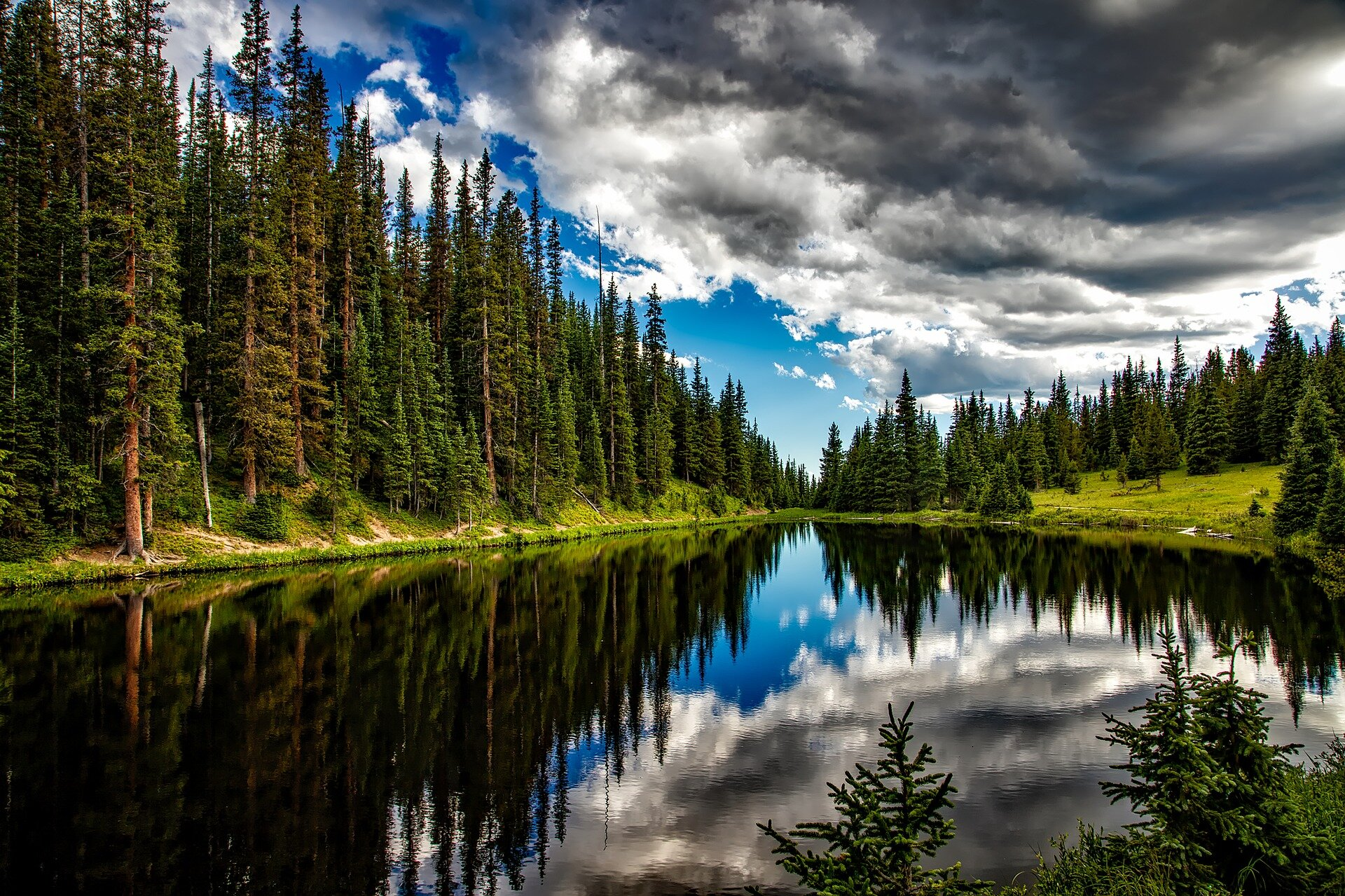 lake-irene-1679708_1920.jpg
