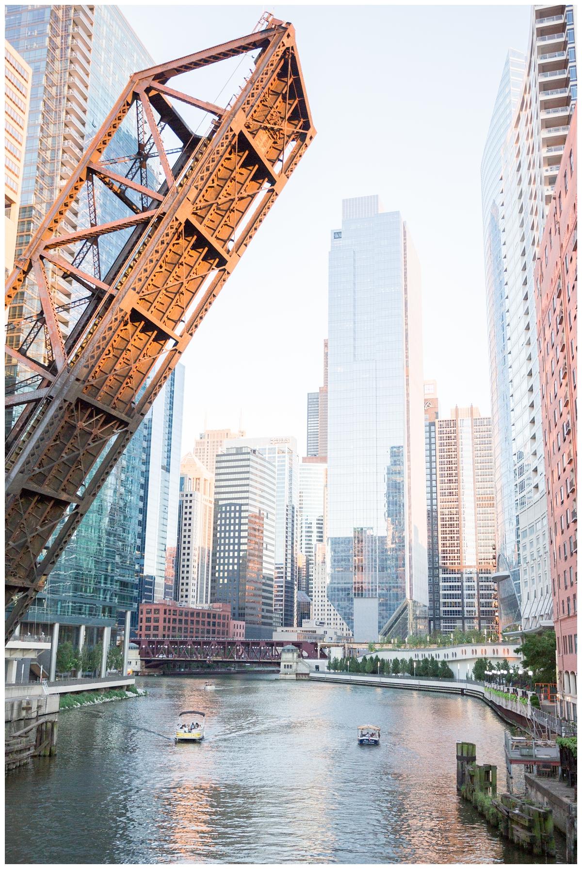 Destination-Kinzie-St.Bridge-Chicago-Engagement-Photos_5677.jpg