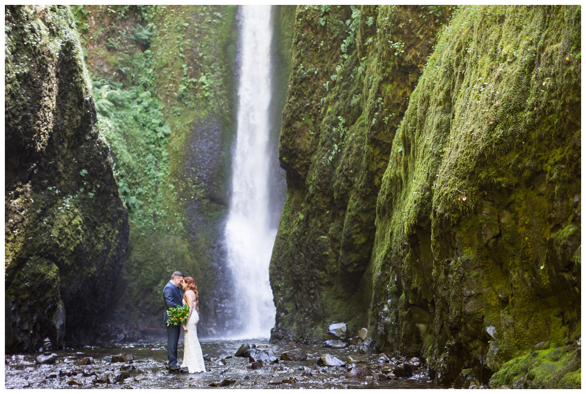 Oneonta-Gorge-Elopement-Photographer-Destination-Wedding_0579.jpg