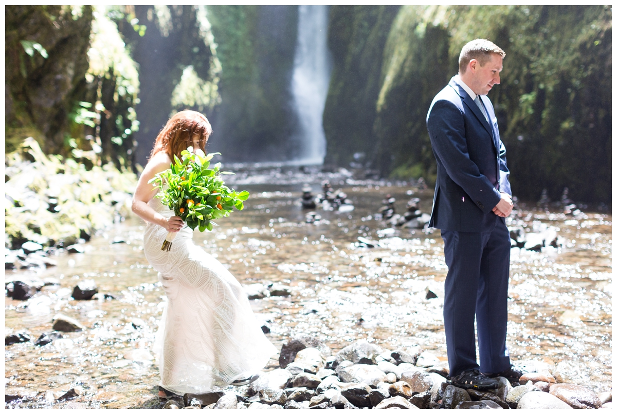Oneonta-Gorge-Elopement-Photographer-Destination-Wedding_0559.jpg