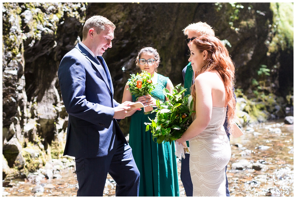 Oneonta-Gorge-Elopement-Photographer-Destination-Wedding_0569.jpg
