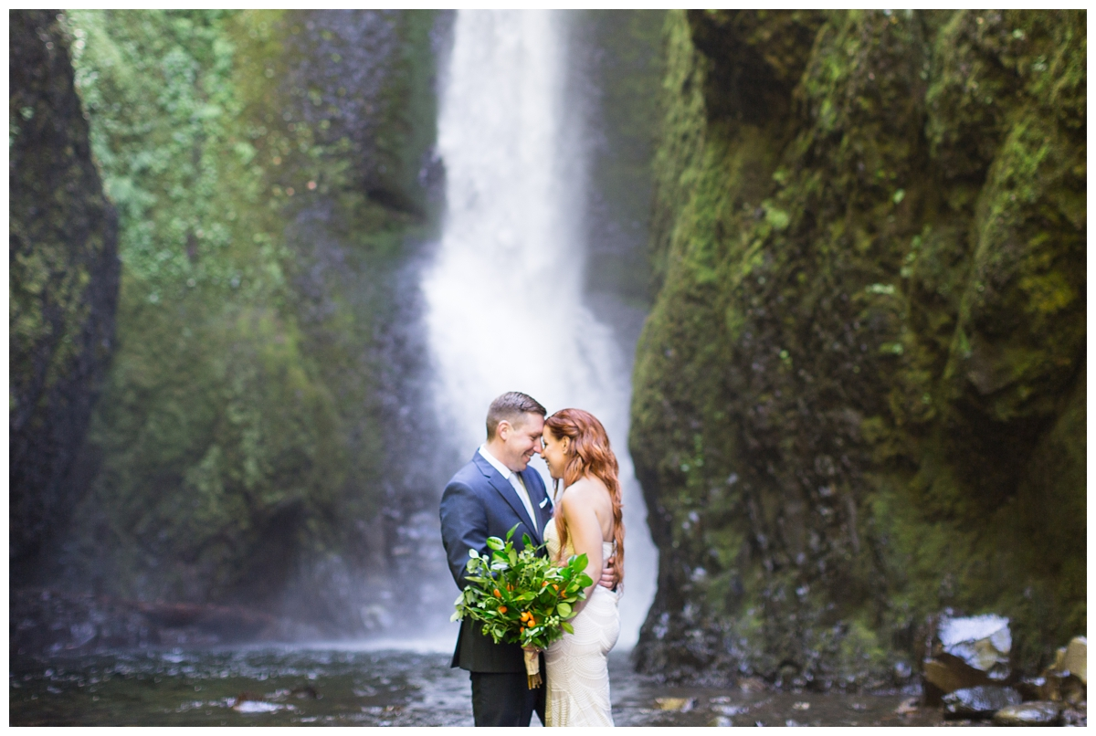 Oneonta-Gorge-Elopement-Photographer-Destination-Wedding_0583.jpg
