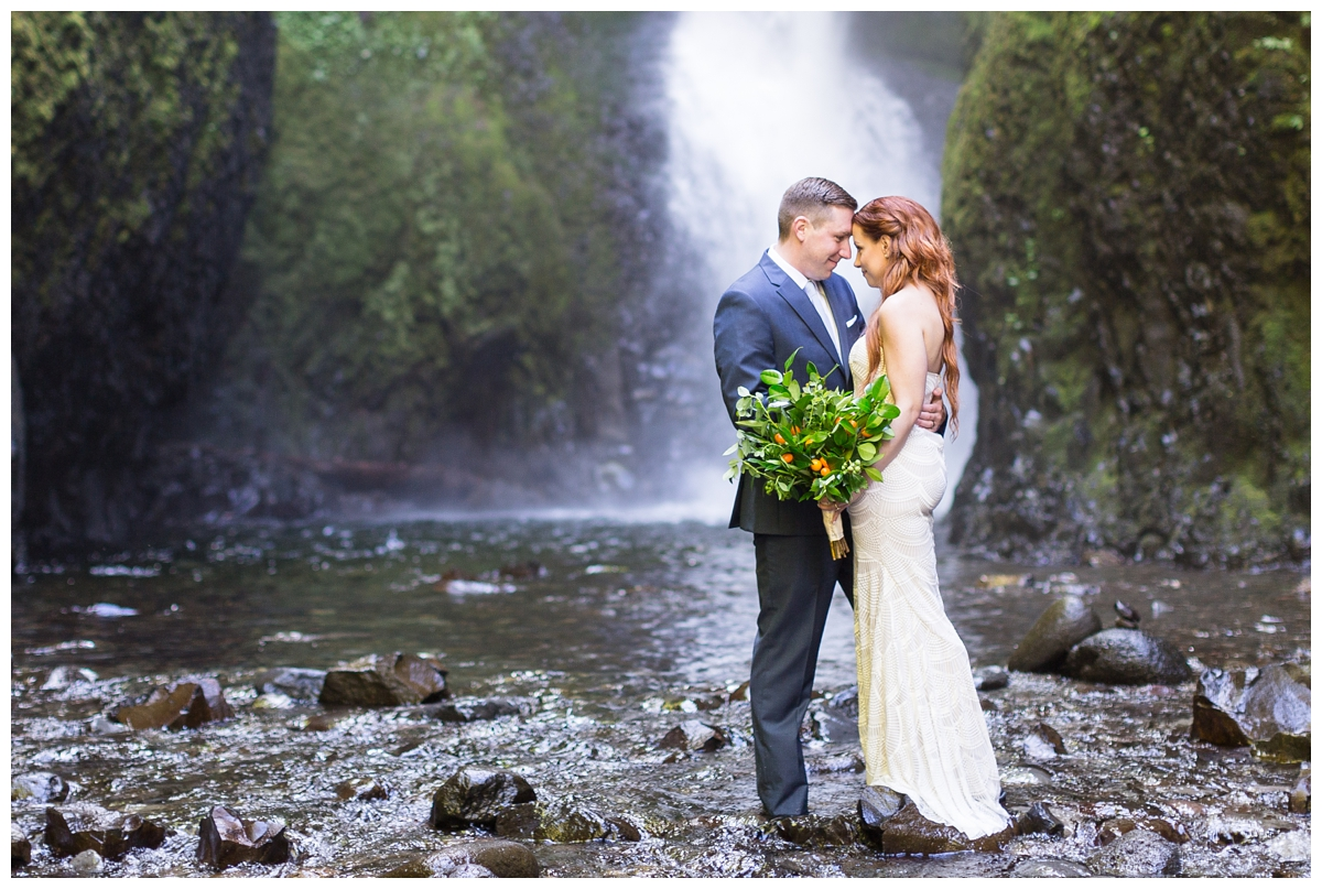 Oneonta-Gorge-Elopement-Photographer-Destination-Wedding_0581.jpg