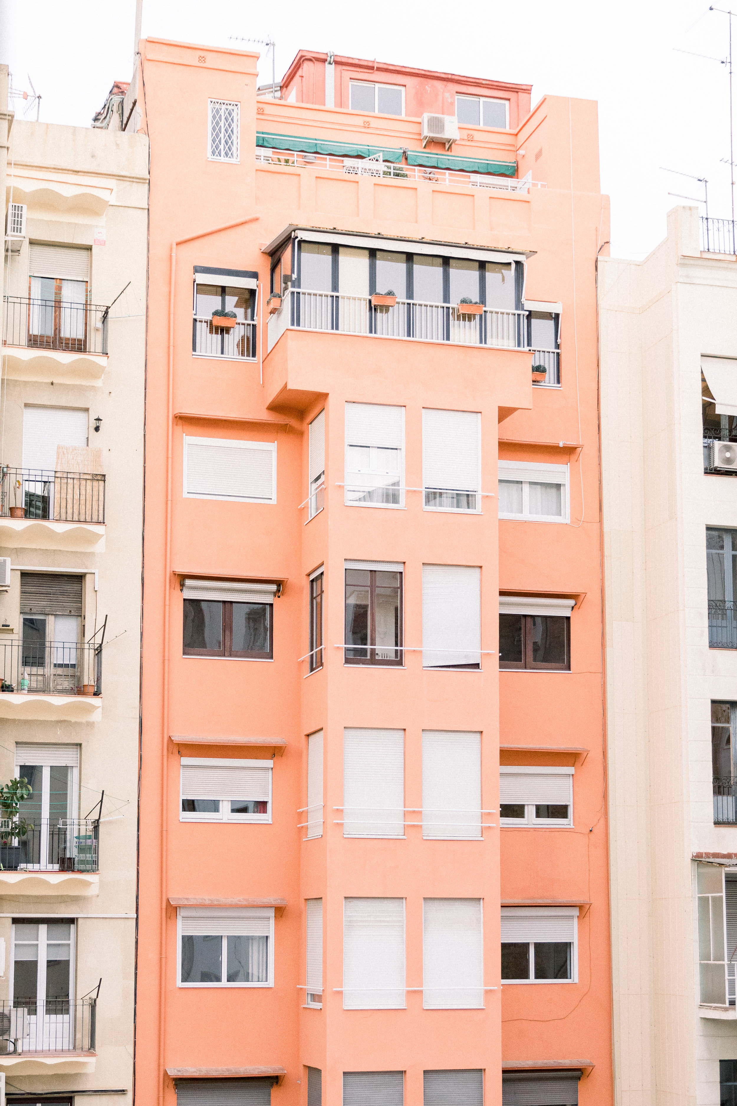 Destination-Spain-Travel-Barcelona-Apartment-Building-Photographer-3.jpg