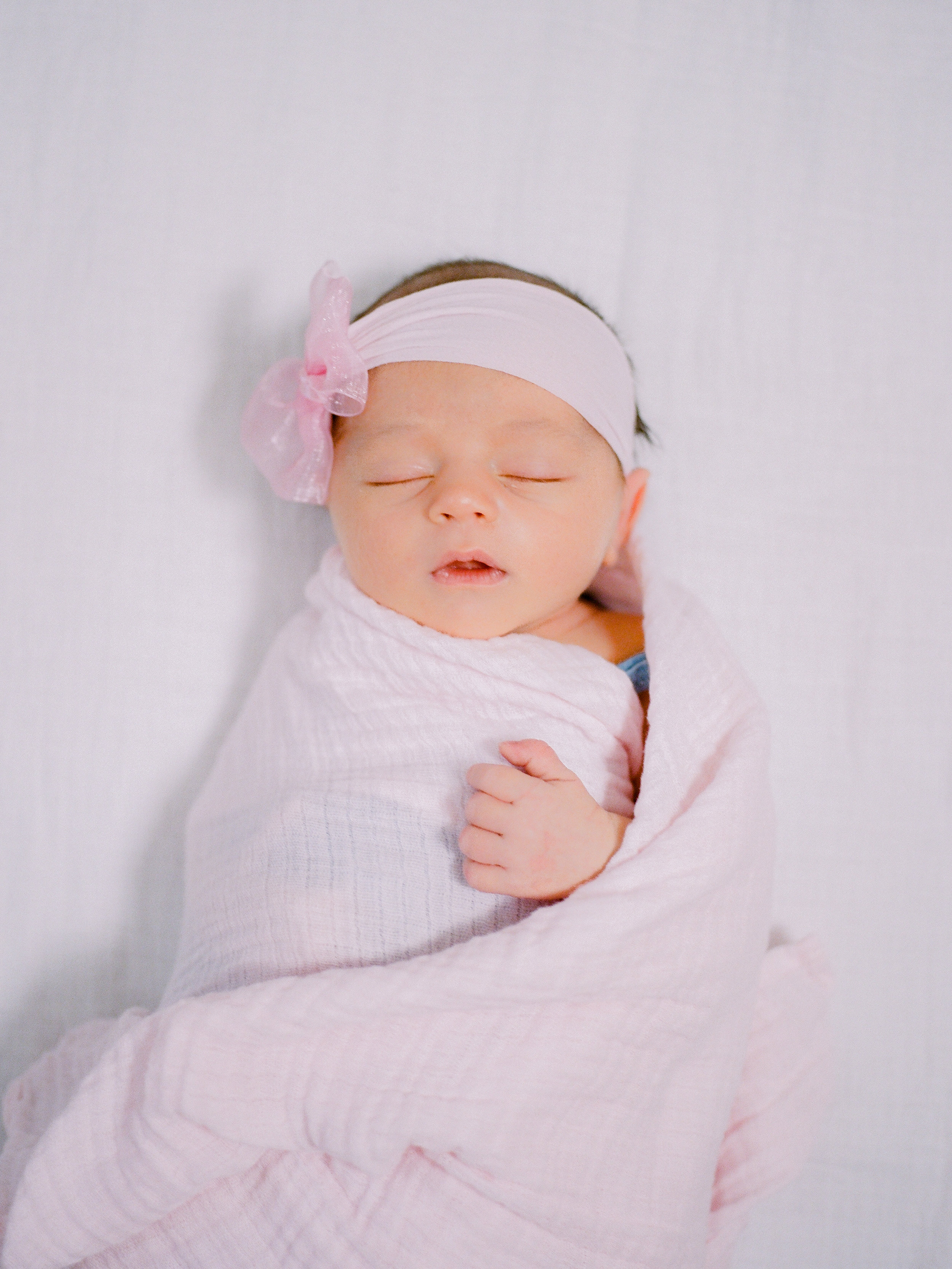 Chico-lifestyle-family-photographer-takes-photo-of-baby-girl (138 of).jpg