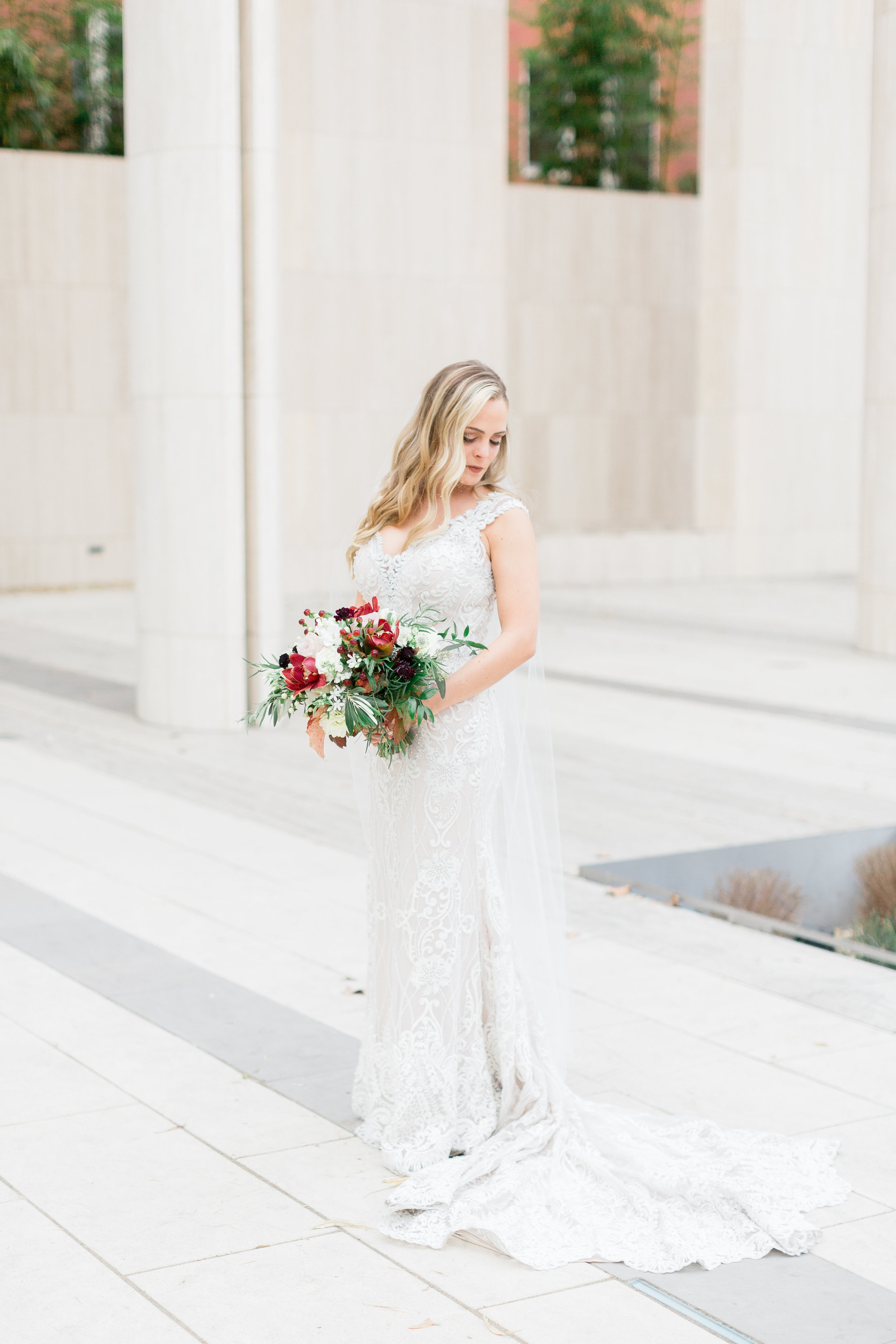 beautiful-bride-on-her-wedding-day-in-San-Francisco-city-hall (129 of 335).jpg