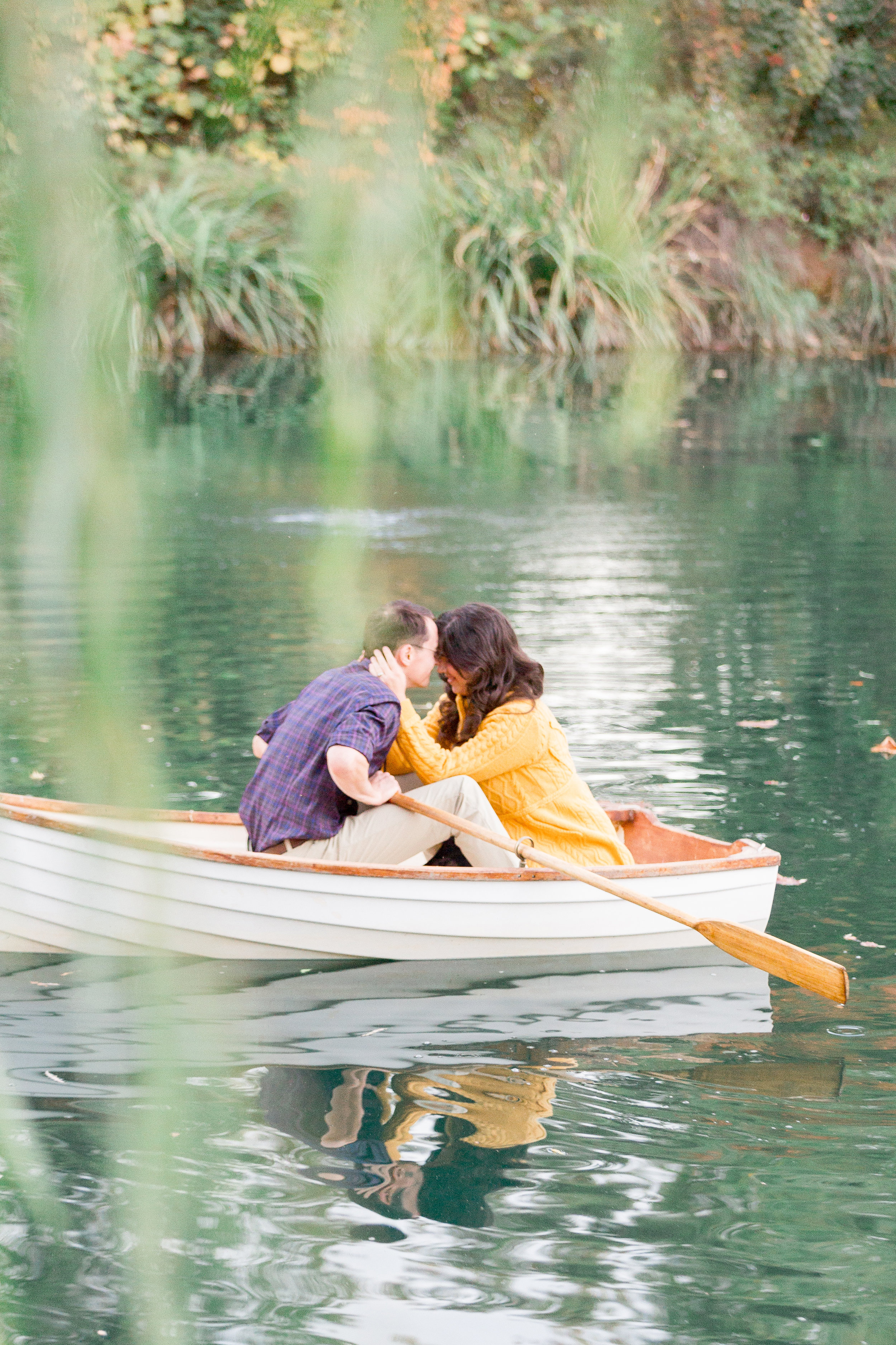 Chico-family-photographer-captures-Falll-photos-in-row-boat192 of).jpg