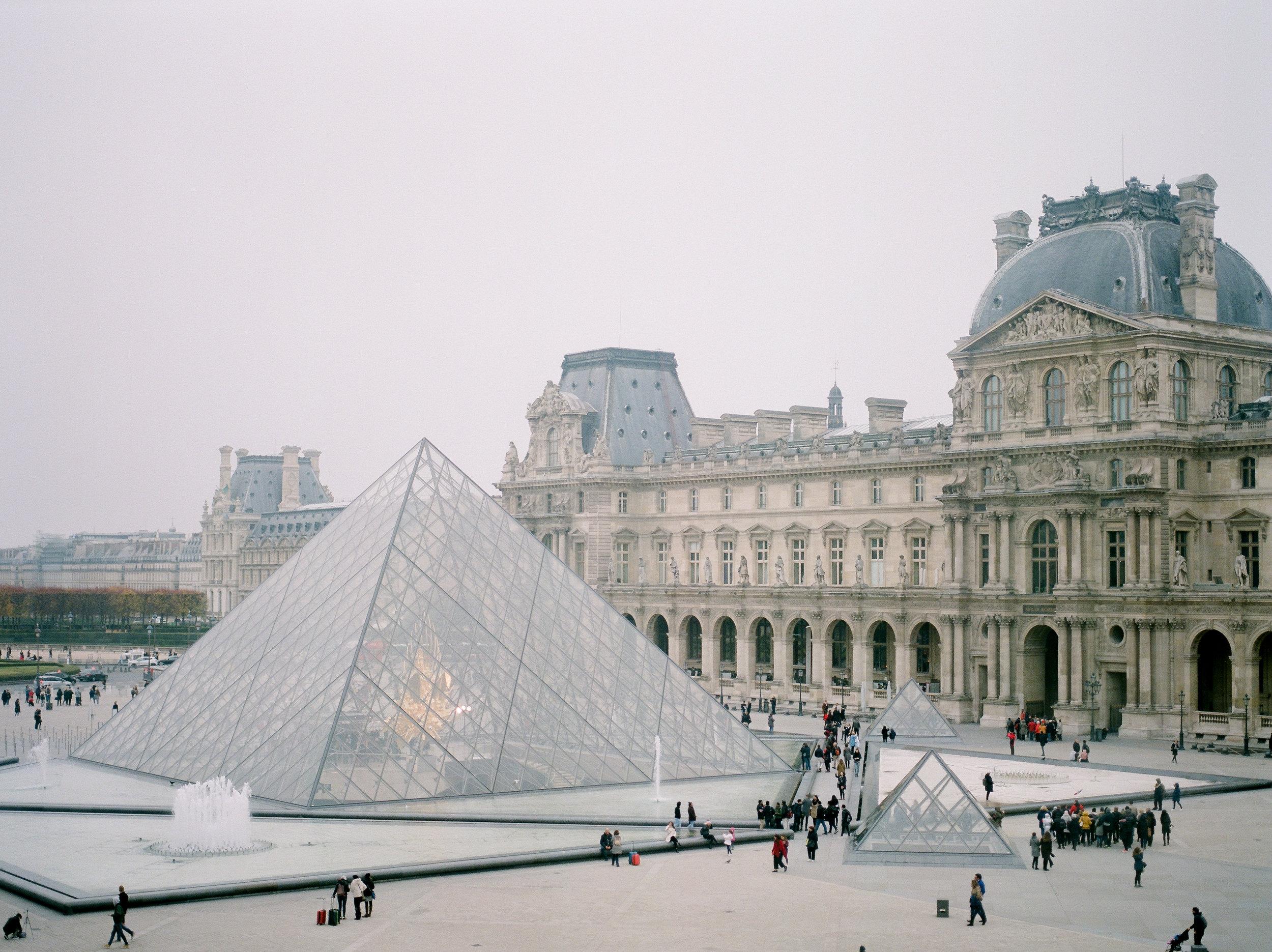 the-famous-louvre-Museum-paris.jpg