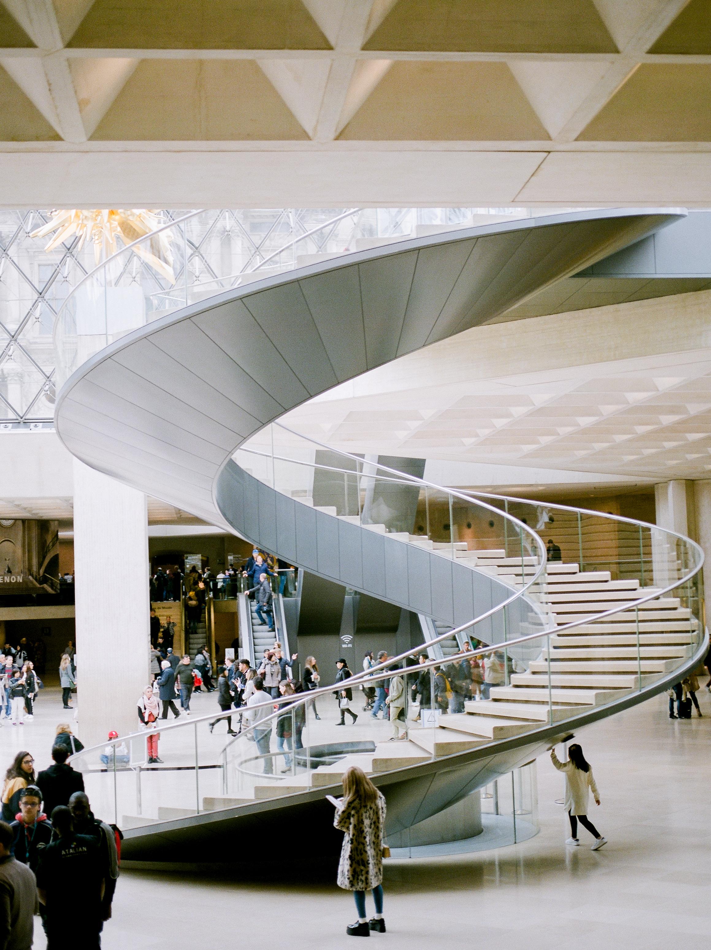 photo-inside-the-louvre-museum-paris-france.jpg