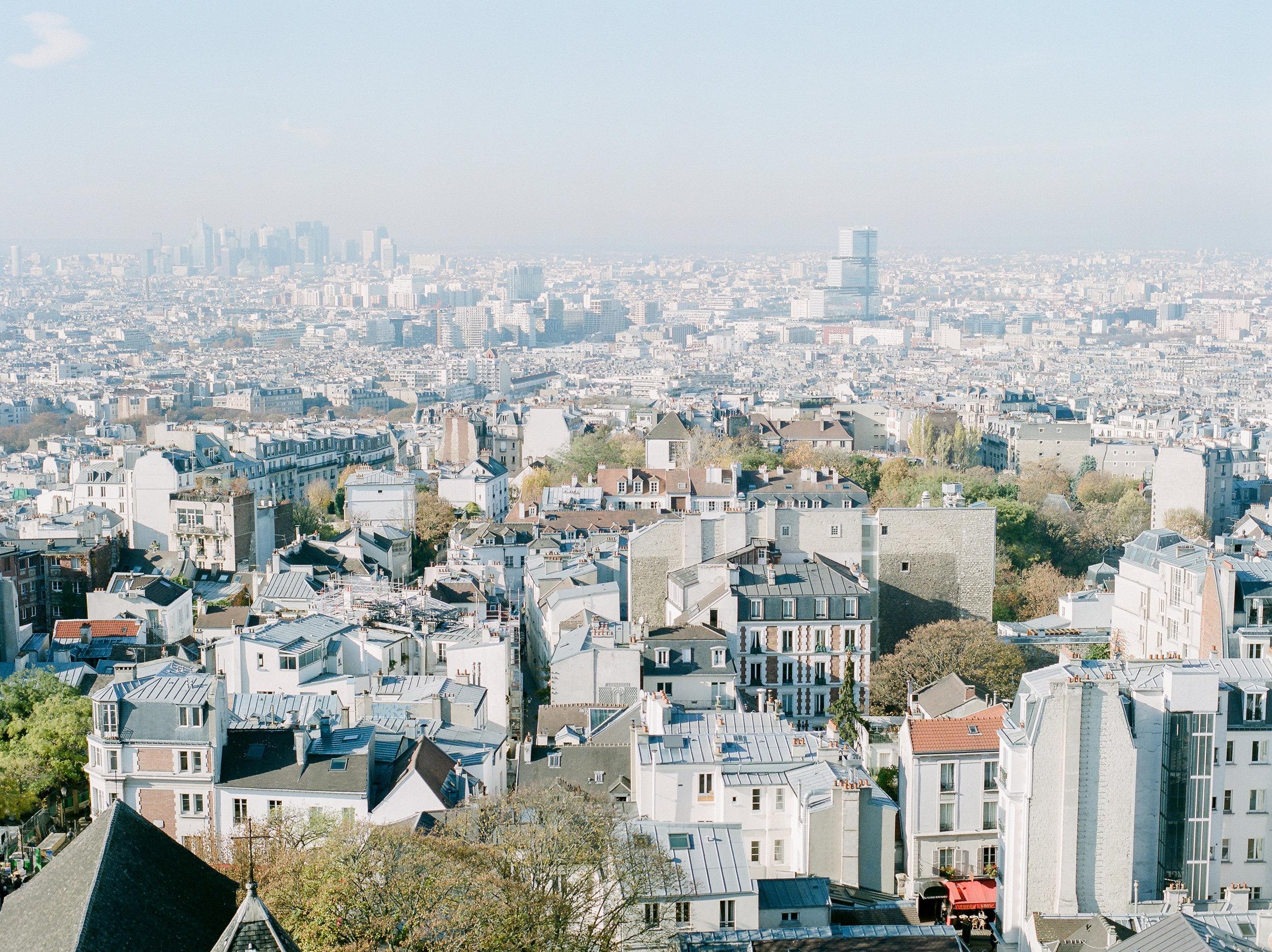 film-photographer-captures-Paris-during-the-day.jpg