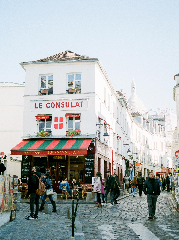 le-consulat-cafe-paris-france-captured-by-famous-photographer.jpg