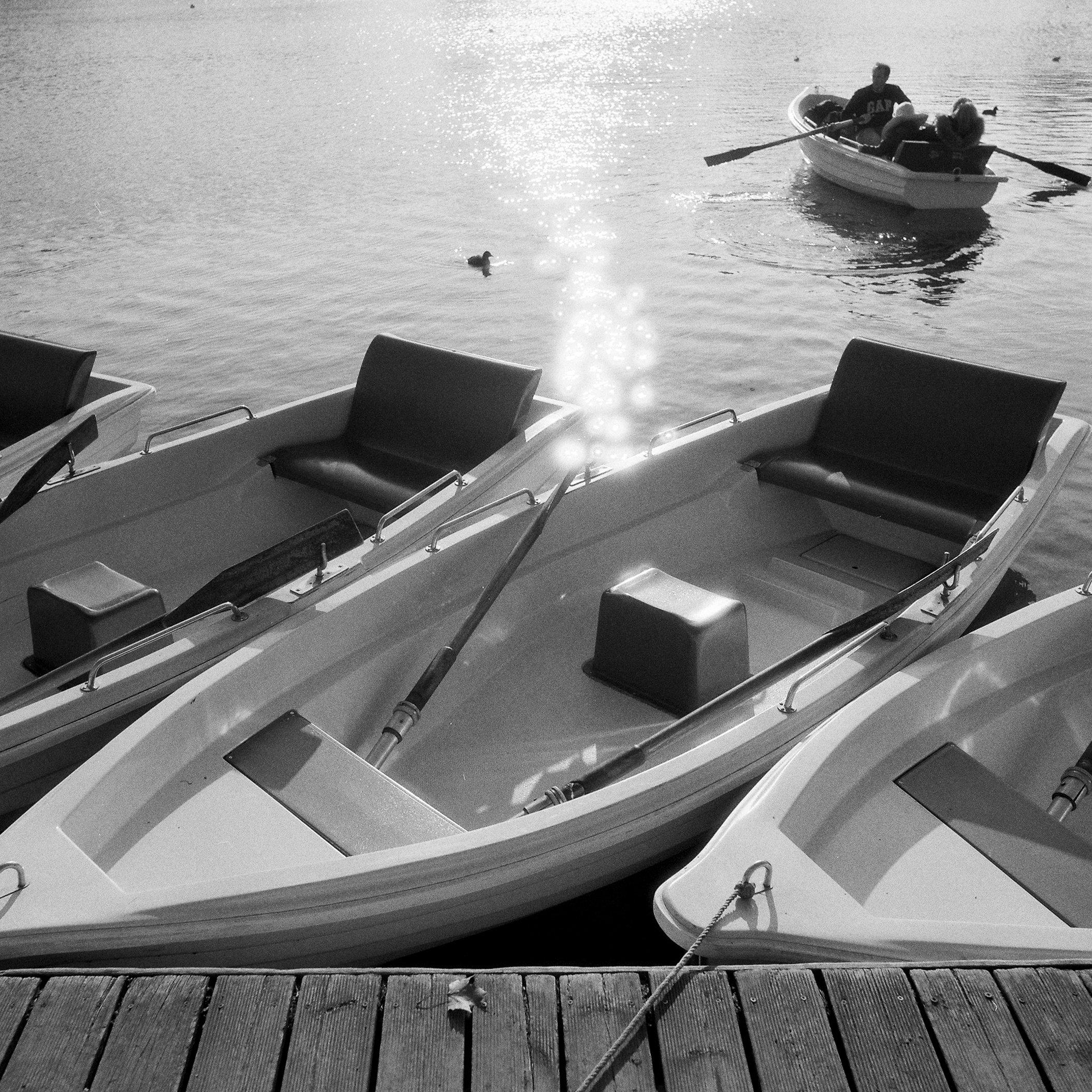 paris-boats-versailles-black-and-white-film