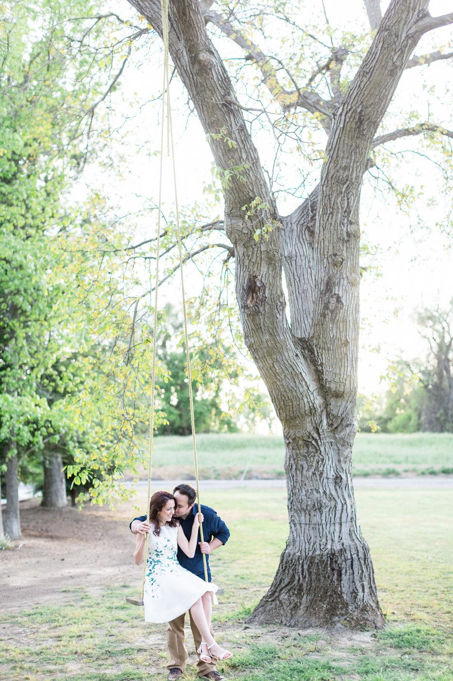 Knights-Landing-California-Springtime-Engagement-Photos.jpg