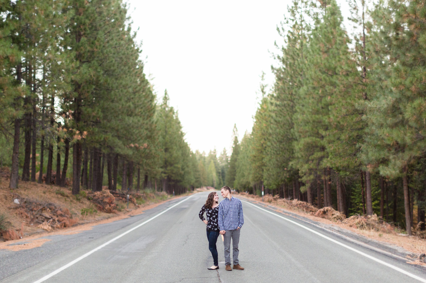 northern-california-chico-mountain-highway-32-natural-sunlight-engagement-session-photos.jpg