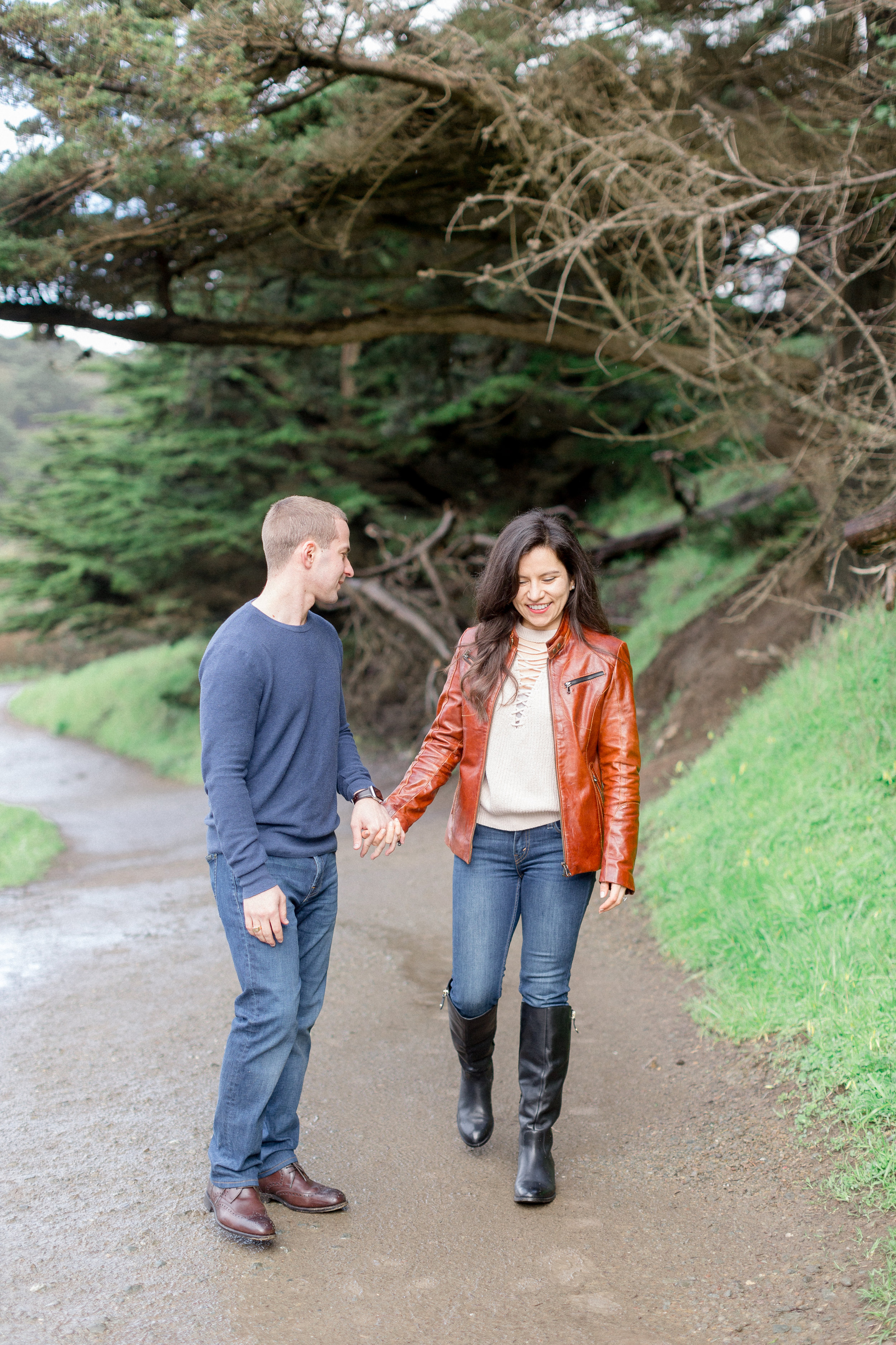 engaged-couple-having-pictures-in-San-Francisco.jpg