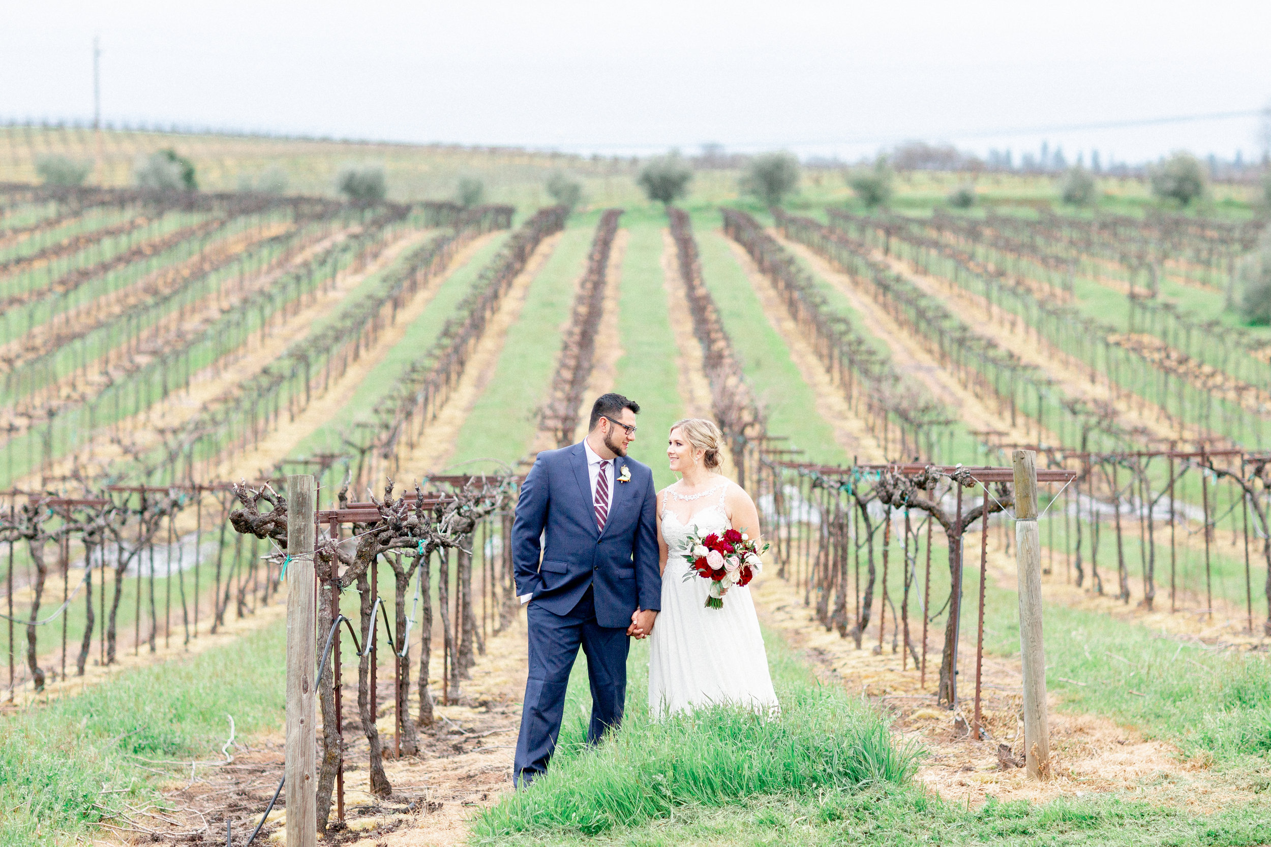 california-sunset-vineyard-wedding-photos.jpg