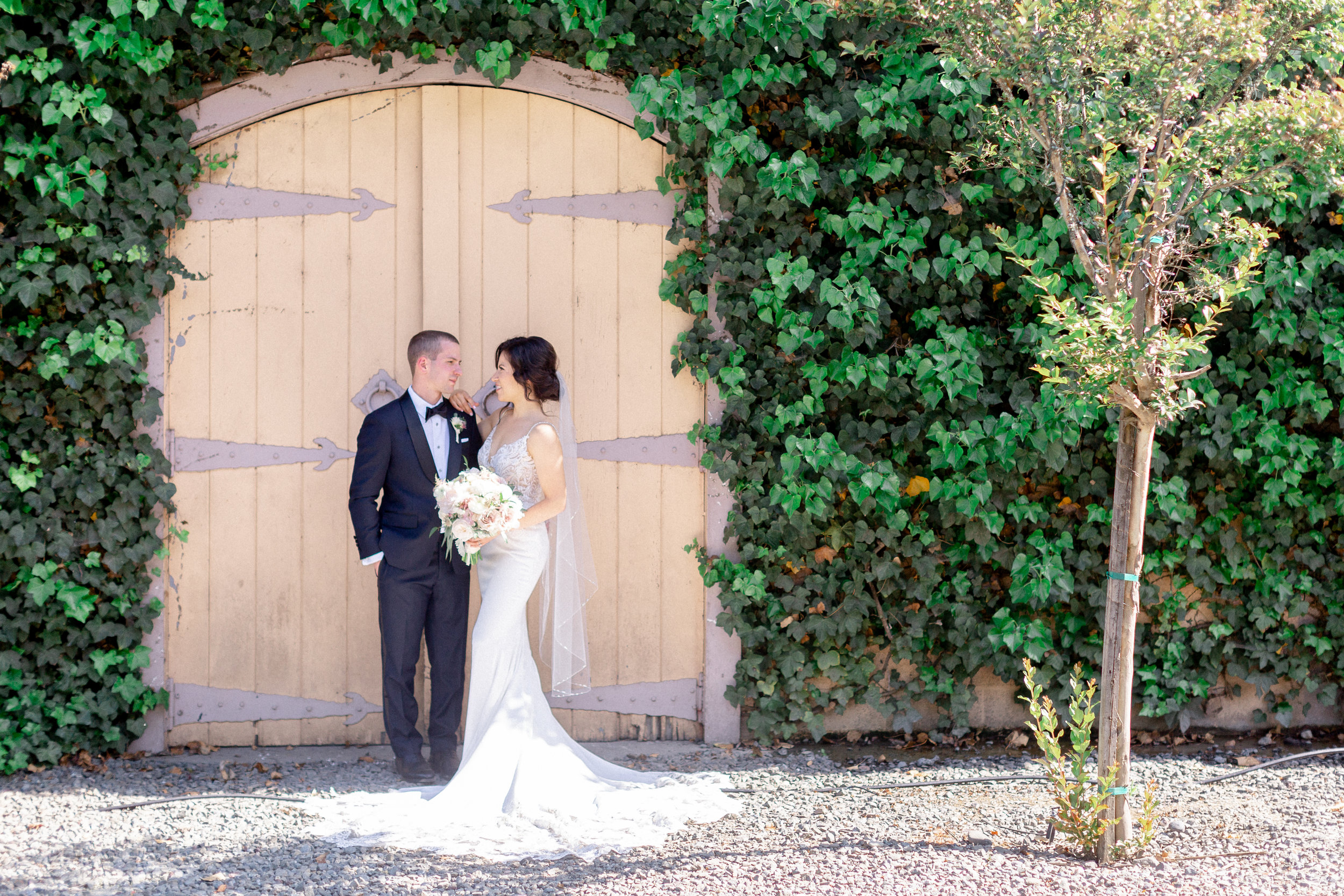 bride-and-groom-portatits-in-napa-california.jpg