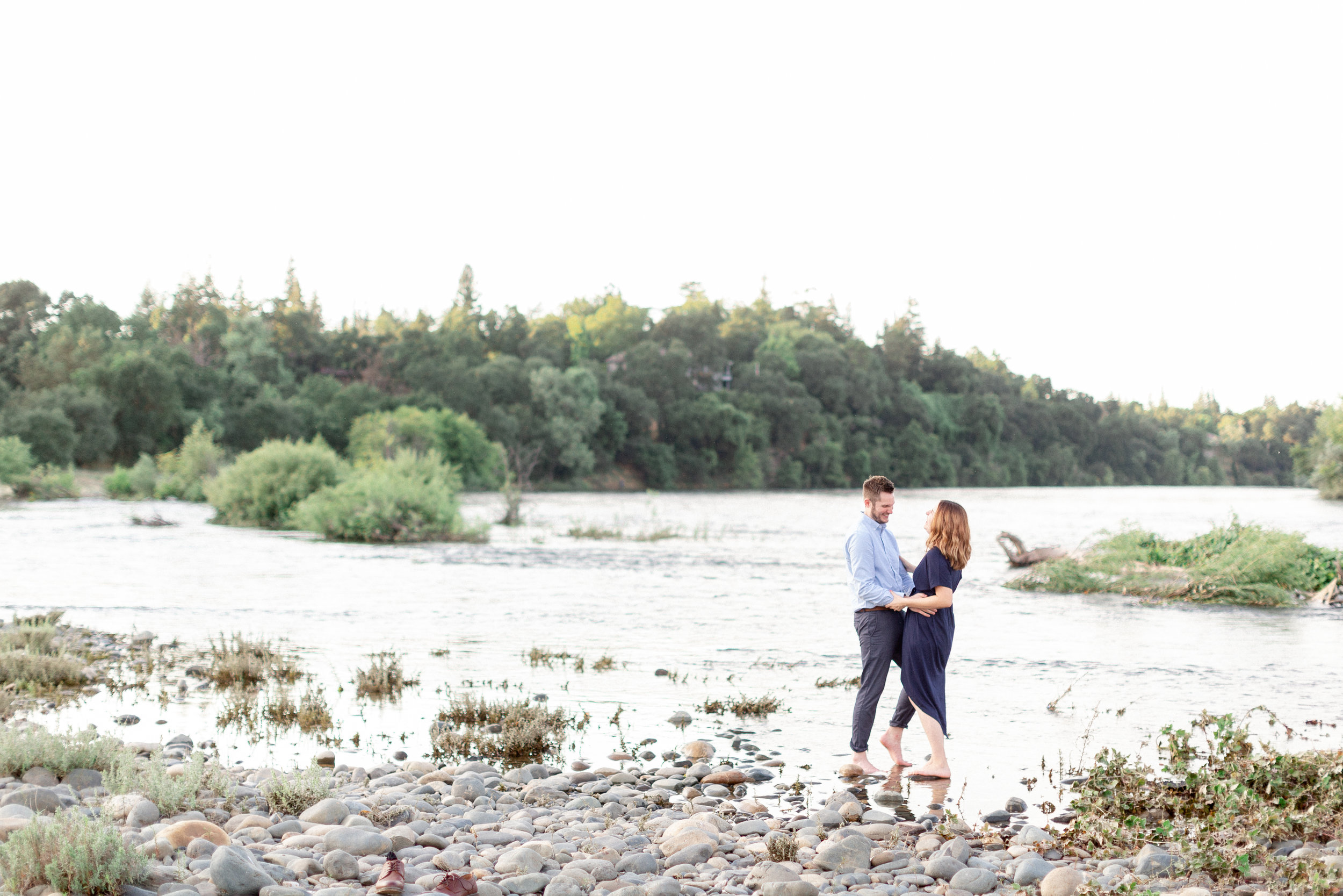 destination-california-photographer-takes-couples-anniversary-photos-near-the-sacrament-river.jpg