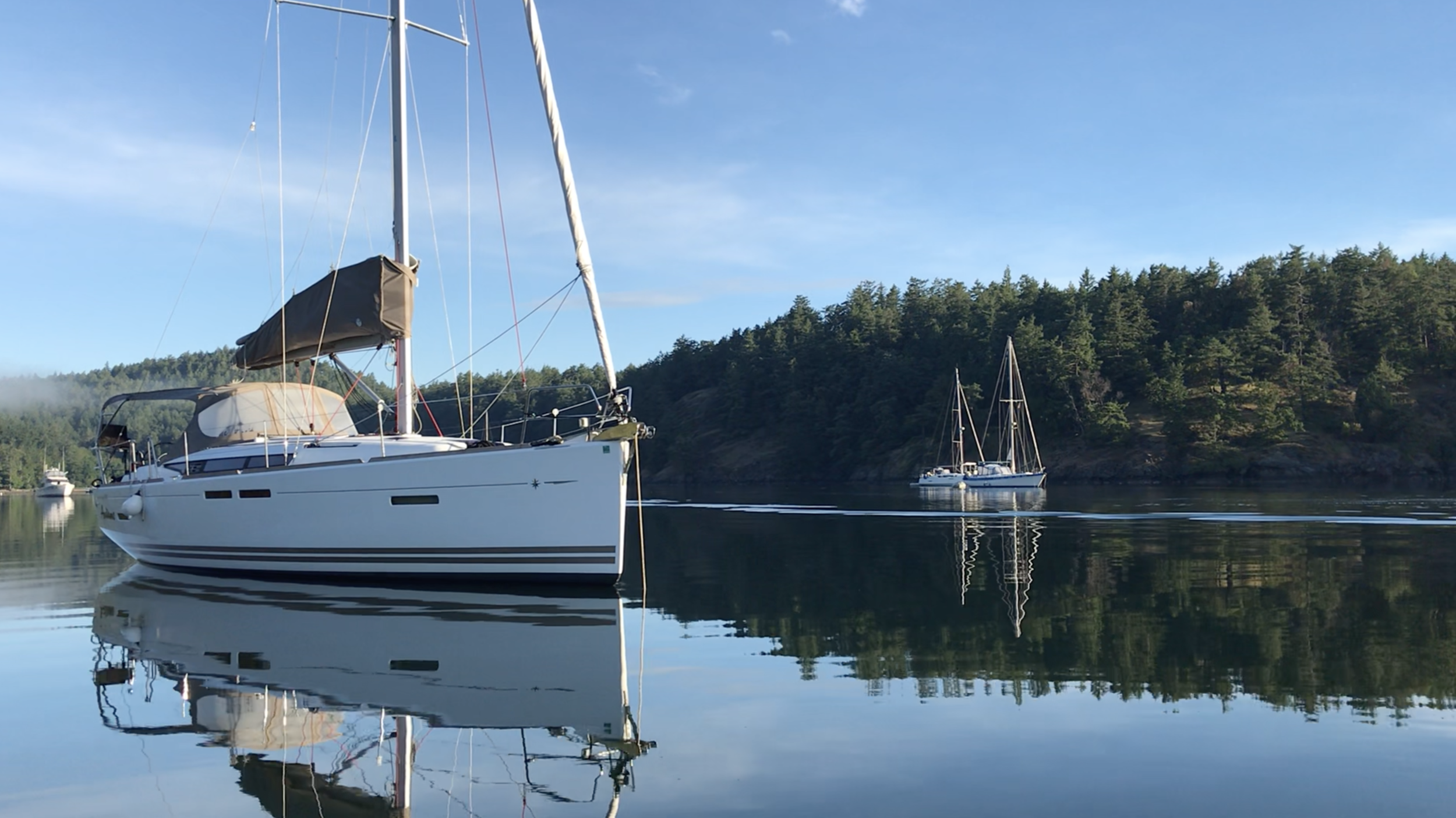 Not sure about sailing? Book a skippered charter and participate as much or as little as you want while you cruise the San Juans, hiking, fishing, dining out or just staying in the boat for your private BBQ.
