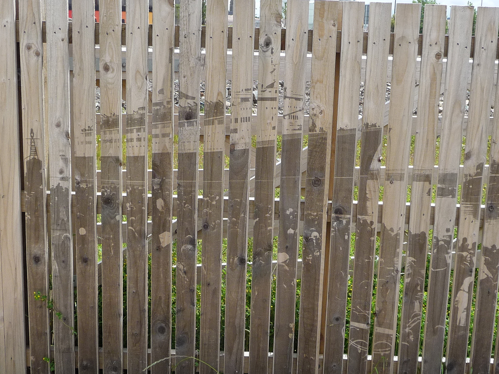 Clydebank College Fence.jpg