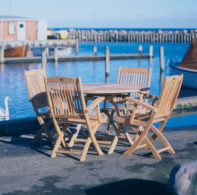 Sailor Round with sailor dining chairs