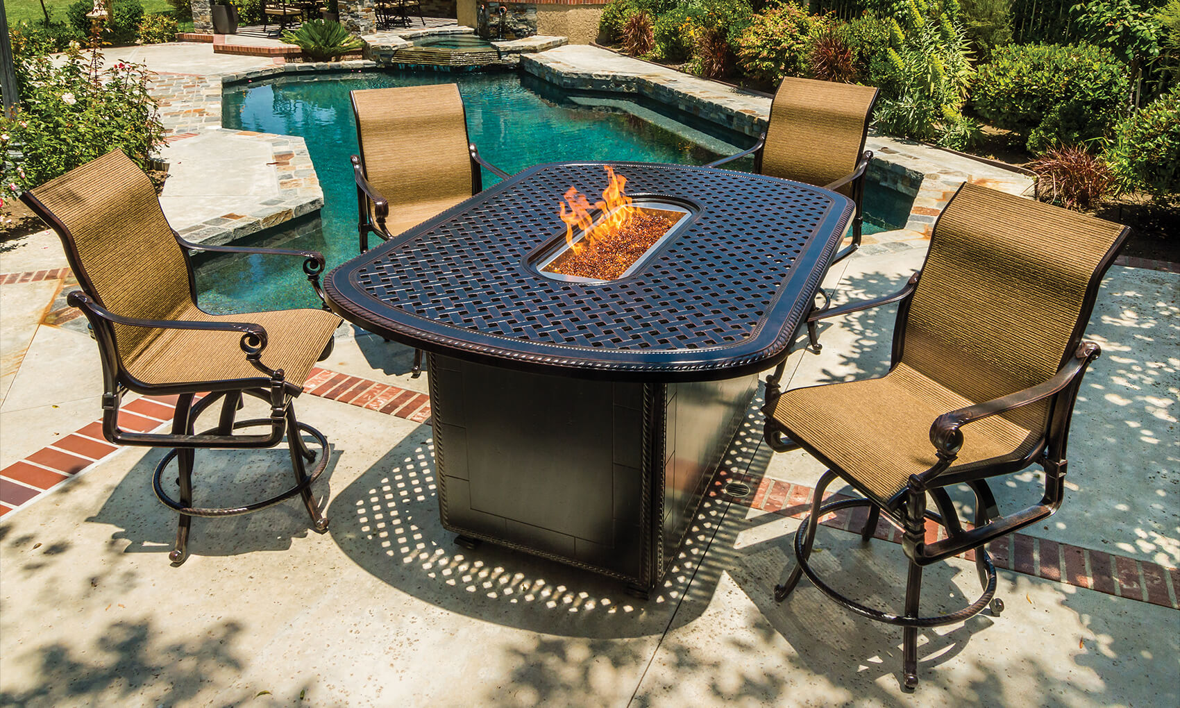 outdoor-furniture_fire-pit-collections_grand-terrace-gas-fire-pits_20-m.jpg