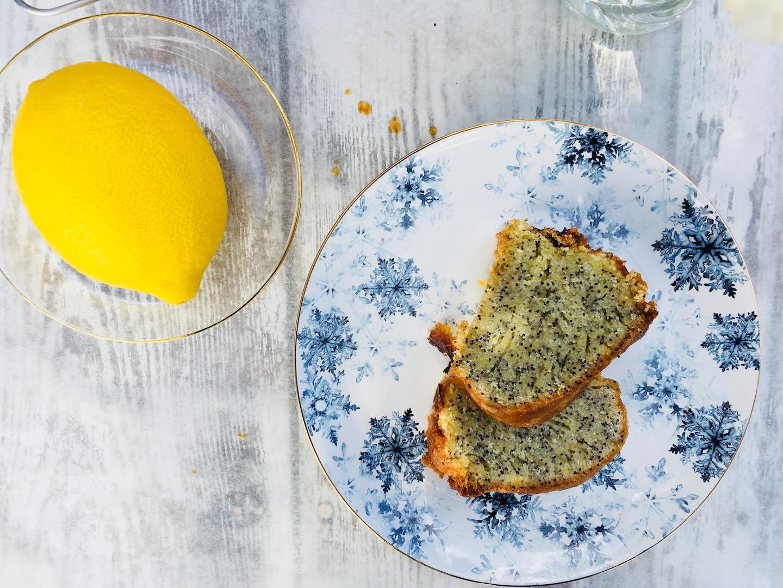 Leckerer Zitronen-Mohn-Kuchen, perfekt zum Nachmittags-Kaffee