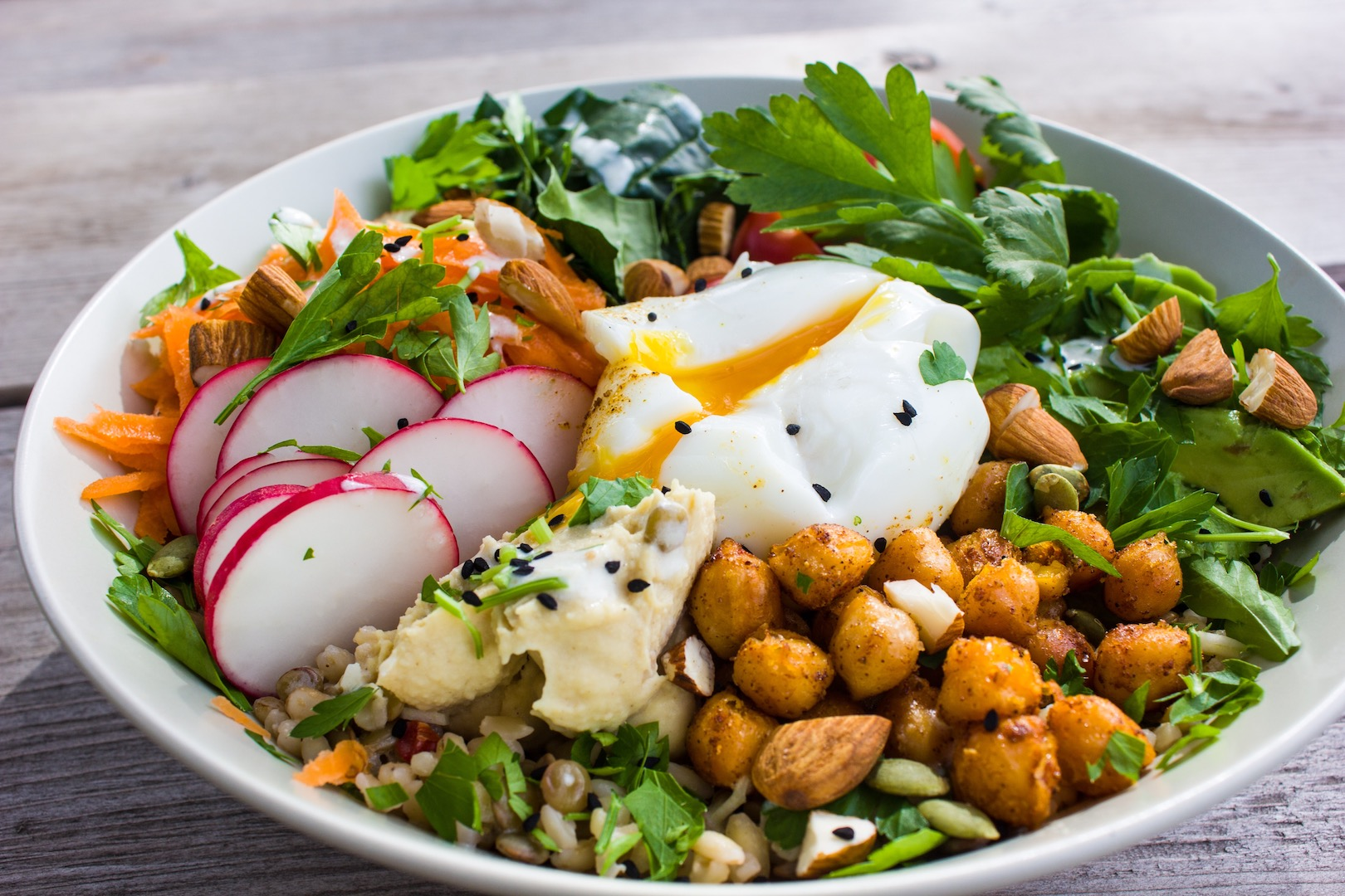 Healthy_savory_breakfast_bowl_egg_avocado_vegetarian_gluten_free